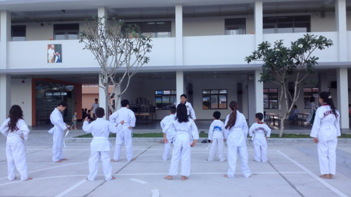 Các em học sinh SVIS trong giờ học Taekwondo